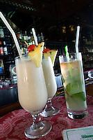 Cuba,  Cocktail in Bar in DuPont-Villa Xanadu in Varadero, Provinz Mantanzas
