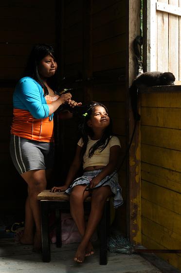 Niña con mono / Fuerte de San Lorenzo, Panamá.<br /> <br /> Víctor Santamaría.