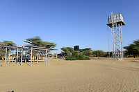 KENYA, Lodwar, water tank and solar panel for NAPUU drip irrigation scheme by the county government, the water is pumped by solar powered pump / KENIA Turkana, Lodwar, Wassertank und Solaranlage fuer Betrieb einer Wasserpumpe fuer eine 30 ha Farm mit Troepfchenbewaesserung