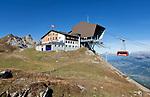 Schweiz, Graubuenden, Klosters: Bergstation der Gotschna Seilbahn, vor dem Hausberg Klosters   Switzerland, Graubuenden, Klosters: top station of Gotschna cable car and Gotschna mountain