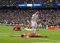 01.05.2018, Football UEFA Champions League 2017/2018, semi final  Rueckspiel, Real Madrid - FC Bayern Muenchen, Bernabeu-stadium Madrid. Frust   dem Ausscheiden aus Champions League,Thomas Mueller (front, FC Bayern Muenchen) liegt geschlagen dejected, Robert Lewandowski (hi, FC Bayern Muenchen) enttaeuscht.  o Fernandez (Real Madrid) celebrates.  *** Local Caption *** © pixathlon<br /> <br /> Contact: +49-40-22 63 02 60 , info@pixathlon.de