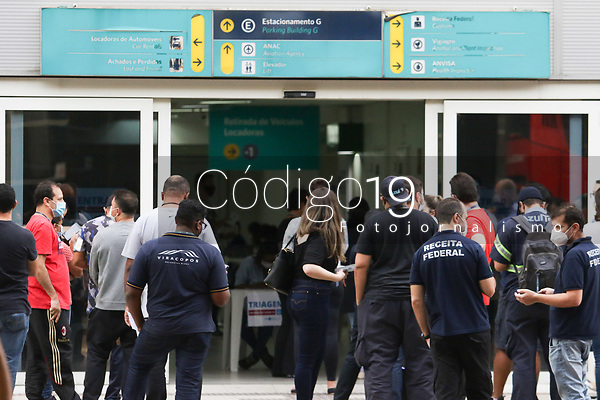 Campinas (SP), 29/05/2021 - Vacinação-SP - A vacinação contra a Covid-19 para funcionários do Aeroporto Internacional de Viracopos em Campinas, interior de São Paulo, começou neste sábado (29) e seguirá até quarta-feira (2). De acordo com a Prefeitura de Campinas (SP), apesar do estado ter confirmado o envio de 4,7 mil doses do imunizante para este grupo, a administração municipal afirmou que fez um reforço de mais 2,3 mil amostras, totalizando a aplicação em um público de 7 mil pessoas.