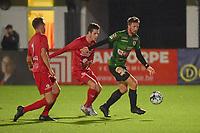 FC GULLEGEM - SPARTA PETEGEM :<br /> Rienes Vanborm (R) wordt vastgezet door Jarne Jodts (M) en Thomas Coopman (L)<br /> <br /> Foto VDB / Bart Vandenbroucke