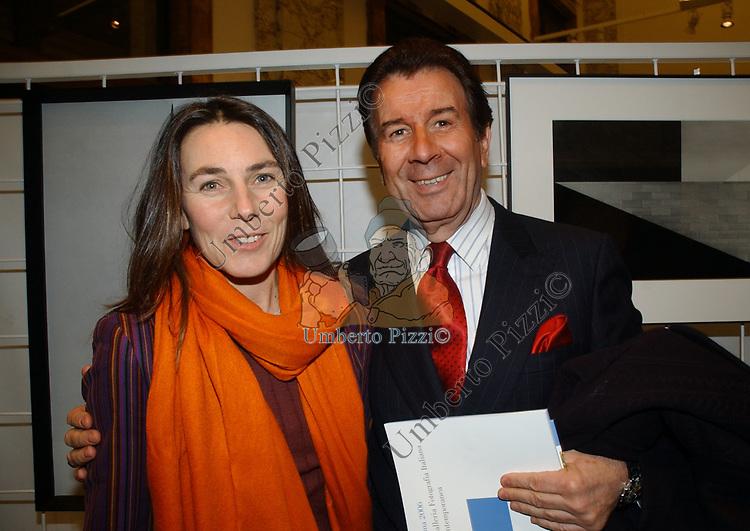 """ALESSANDRA BORGHESE CON JEAN PAUL TROILI<br /> VERNISSAGE """"ROMA 2006 10 ARTISTI DELLA GALLERIA FOTOGRAFIA ITALIANA"""" AUDITORIUM DELLA CONCILIAZIONE ROMA 2006"""
