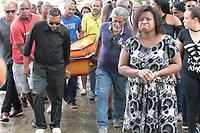 RIO DE JANEIRO, RJ. 10.04.2019 - ENTERRO - O músico Evaldo dos Santos Rosa, morto após ter o carro da família atingido por ao menos 80 tiros, será enterrado nesta quarta-feira (10) no Cemitério de Ricardo de Albuquerque, Zona Norte do Rio de Janeiro. (Foto: Celso Barbosa/Código19)