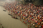 Indian Hindu people taking holydip in Gandak river on the occassion of Kartik Purnima during Sonepur cattle fair. Bihar, India, Arindam Mukherjee.