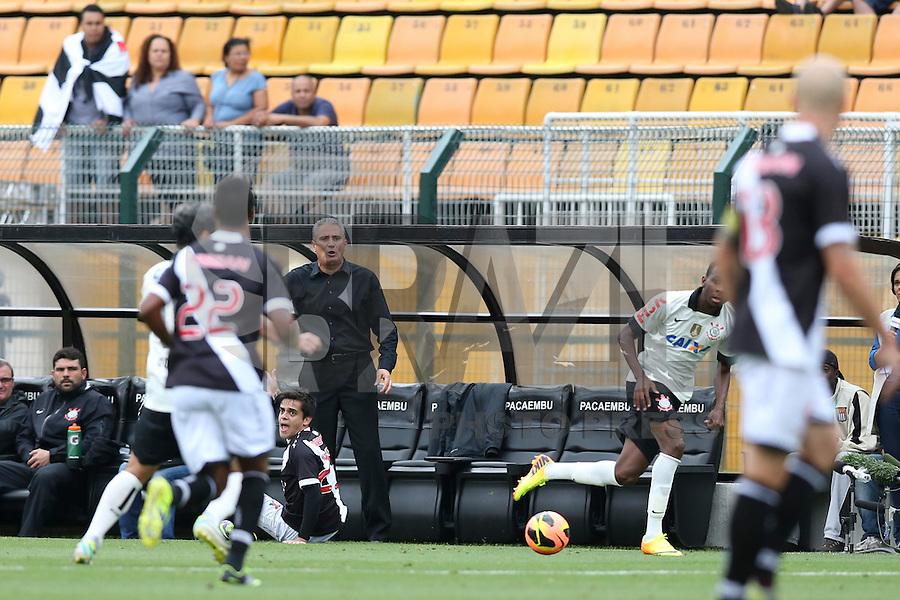 SAO PAULO, 17 DE NOVEMBRO DE 2013 - CORINTHIANS X VASCO - O técnico Tite  durante partida . Os times do Corinthians e Vasco se enfrentam na tarde de hoje, 17, no ERstádio do Pacaembú, pARTIDA V´ALIDA PELA TRIG´ESIMA QUINTA RODADA DO CAMPEONATO BRASILEIRO. FOTO: PAULO FISCHER/BRAZIL PHOTO PRESS.,