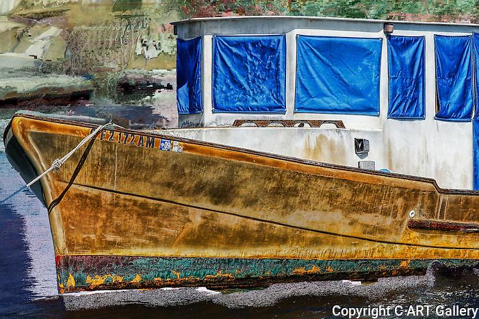 Boat anchored in Balboa Island waterway in chaos.