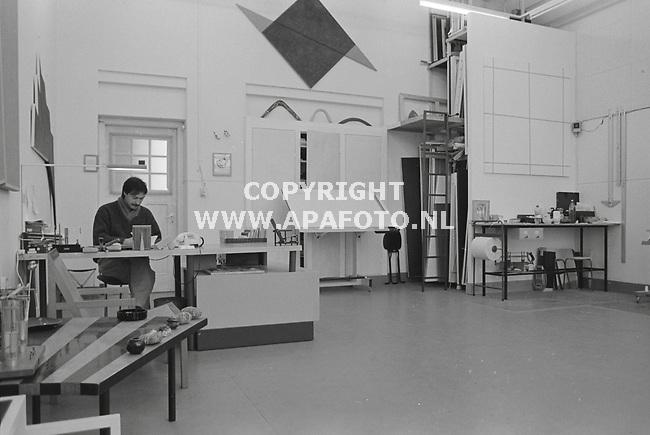 Arnhem, 19860211 - APA FOTO<br />Wim Gregoor in zijn atelier
