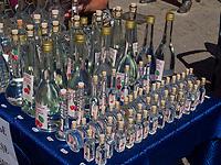 Alkoholverkauf  beim Traubenfest, Vrsac, Vojvodina, Serbien, Europa<br /> Sale of alcohol at the wine-festival, Vrsac, Vojvodina, Serbia, Europe