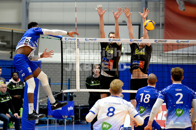 06-03-2021: Volleybal: Amysoft Lycurgus v Active Living Orion: Groningen smash Lycurgus speler Jerome Cross