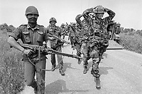 - Esercitazione NATO AMF (Allied Mobile Force) in Puglia, maggio 1993; simulazione di presa prigionieri di soldati dell'US Army da parte di militari italiani<br /> <br /> - NATO AMF (Allied Mobile Force) exercise in Puglia, May 1993; simulation of taking prisoners of US Army soldiers by Italian soldiers