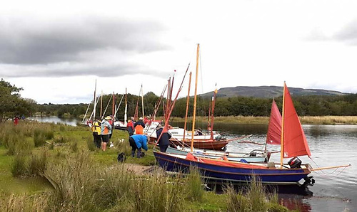Just add water – Drascombes gathered on one of Ireland remotest waterways, on the uppermost Shannon where it enters Lough Allen. Thanks to a mastery of communications, the compact Drascombe Association are well able for what are in effect pop-up events