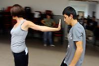 Tavernola, Como, il centro Puzzle dell'Associazione Il Seme,  ospita giovani ragazzi, rifugiati,  minorenni richiedenti asilo politico. Teatro, teatro-danza, per l'integrazione.