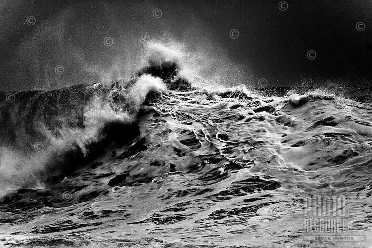 World famous shore break winter waves (20+ foot) at Banzai Pipeline,Ehukai Beach Parkon the North Shore of Oahu, Hawaii.