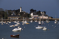 Europe/France/Bretagne/56/Morbihan/Presqu'île de Rhuys/Port Navalo: Bateaux de plaisance devant le phare