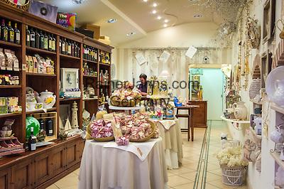 Italy, Emilia-Romagna, Cesenatico: resort at the Adriatic Sea, north of Rimini - local specialities for sale | Italien, Emilia-Romagna, Cesenatico: Urlaubsort an der Adria ca. 20 km von Rimini entfernt - Verkauf lokaler Spezialitaeten