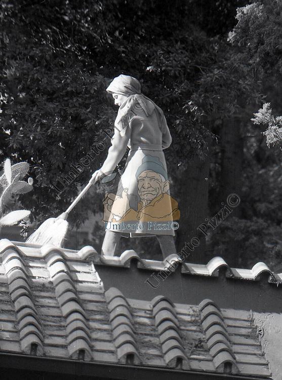 AUDREY HEPBURN SUL TERRAZZO DELLA SUA CASA ROMANA