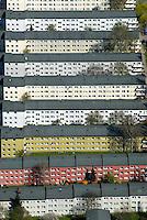 Mietskaserne: EUROPA, DEUTSCHLAND, HAMBURG, (EUROPE, GERMANY), 12.04.2007: Hamburg Harburg, Eissendorf, Eissendorfer Strasse, Hoppenstedtstrasse, Wagner Strasse, Damaschkestrasse, Stadtbild, Uebersicht, Gebaeude, Haus, Haueser, Miete, Mietshaus, Block, Wohnen, Siedlung, Reihe, in , Reih, und, Glied,  Ansicht, Immobilie, Makler, makeln, Vermieter, Vermietung, Wohnblock, Wohndichte, Wohngebaeude, Wohnhaus, Wohnraum, Wohnsiedlung, Wohnstrasse, Wohnungsbau, Wohnungsmarkt, Wohnverhaeltnisse, Wohnviertel Luftbild, Luftansicht, Luftaufnahme, Aufwind-Luftbilder.c o p y r i g h t : A U F W I N D - L U F T B I L D E R . de.G e r t r u d - B a e u m e r - S t i e g 1 0 2, .2 1 0 3 5 H a m b u r g , G e r m a n y.P h o n e + 4 9 (0) 1 7 1 - 6 8 6 6 0 6 9 .E m a i l H w e i 1 @ a o l . c o m.w w w . a u f w i n d - l u f t b i l d e r . d e.K o n t o : P o s t b a n k H a m b u r g .B l z : 2 0 0 1 0 0 2 0 .K o n t o : 5 8 3 6 5 7 2 0 9.C o p y r i g h t n u r f u e r j o u r n a l i s t i s c h Z w e c k e, keine P e r s o e n l i c h ke i t s r e c h t e v o r h a n d e n, V e r o e f f e n t l i c h u n g  n u r  m i t  H o n o r a r  n a c h M F M, N a m e n s n e n n u n g  u n d B e l e g e x e m p l a r !.