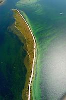 """Halbinsel  Wustrow:EUROPA, DEUTSCHLAND, MECKLENBURG- VORPOMMERN 29.06.2005 Halbinsel Wustrow Suedteil. Naturschutzgebiet Gemäß Landesverordnung vom 13. Januar 1997 umfasst das Schutzgebiet den größten Teil (etwa zwei Drittel, ca. 670 ha) der Halbinsel Wustrow, einen Teil des Salzhaffs  (300 ha) bis zur Wassertiefe von 2,5 m, die Wasserfläche der Kroy  (links 300 ha), sowie Flachwasserbereiche der Ostsee bis zur 5 m-Wasserlinie! (590 ha). Es beginnt 4 km südwestlich des Ostseebades Rerik und liegt im Nordosten des Europäischen Vogelschutzgebietes """"Küstenlandschaft Wismar-Bucht"""" mit dem Naturschutzgebiet Insel Langenwerder. Die Gesamtgröße des NSG beträgt 1940 ha.  .Die Halbinsel Wustrow blieb durch die militärische Nutzung von anderen, heute raumgreifend vorhandenen Landschaftsveränderungen wie Eutrophierung, Küstenverbau und intensiver touristischer Nutzung verschont. Hervorzuheben ist die nahezu vollständig erhalten gebliebene ungestörte Küstendynamik im Übergangsbereich zwischen Ostsee, Festland und Haff.  Blickrichtung von Nord nach Sued. Ostsee, Meer, Wasser.Luftaufnahme, Luftbild,  Luftansicht.c o p y r i g h t : A U F W I N D - L U F T B I L D E R . de.G e r t r u d - B a e u m e r - S t i e g 1 0 2, 2 1 0 3 5 H a m b u r g , G e r m a n y P h o n e + 4 9 (0) 1 7 1 - 6 8 6 6 0 6 9 E m a i l H w e i 1 @ a o l . c o m w w w . a u f w i n d - l u f t b i l d e r . d e.K o n t o : P o s t b a n k H a m b u r g .B l z : 2 0 0 1 0 0 2 0  K o n t o : 5 8 3 6 5 7 2 0 9.C o p y r i g h t n u r f u e r j o u r n a l i s t i s c h Z w e c k e, keine P e r s o e n l i c h ke i t s r e c h t e v o r h a n d e n, V e r o e f f e n t l i c h u n g n u r m i t H o n o r a r n a c h M F M, N a m e n s n e n n u n g u n d B e l e g e x e m p l a r !."""
