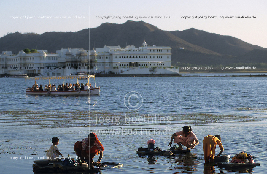 "Südasien Asien Indien IND Rajasthan Udaipur .See Pichola und Fünfsterne Hotel Lake Palace der Taj Group von TATA , Gebäude war ein ehemaliger Maharadscha Maharaja Palast von Udai Singh in Stadt Udaipur , hier wurde der James Bond Film Octopussy gedreht - Tourismus Reisen Reise Luxus Luxushotel Hotels Wasser waschen Frauen Stein Touristen Boot Berge Paläste Prunk Reichtum Kulisse Filmkulisse xagndaz | .South Asia India Rajasthan Udaipur .Five star Hotel Lake Palace on island in Pichola lake , the building was a palace of maharaja Udai Singh and belongs today to the Taj Group of TATA , location for James Bond movie Octopussy - tourism travel tour luxury tourist women woman wash washing water hill .| [ copyright (c) Joerg Boethling / agenda , Veroeffentlichung nur gegen Honorar und Belegexemplar an / publication only with royalties and copy to:  agenda PG   Rothestr. 66   Germany D-22765 Hamburg   ph. ++49 40 391 907 14   e-mail: boethling@agenda-fototext.de   www.agenda-fototext.de   Bank: Hamburger Sparkasse  BLZ 200 505 50  Kto. 1281 120 178   IBAN: DE96 2005 0550 1281 1201 78   BIC: ""HASPDEHH"" ,  WEITERE MOTIVE ZU DIESEM THEMA SIND VORHANDEN!! MORE PICTURES ON THIS SUBJECT AVAILABLE!! INDIA PHOTO ARCHIVE: http://www.visualindia.net ] [#0,26,121#]"