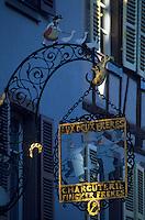 Europe/France/Alsace/68/Haut-Rhin/Colmar : Enseigne de l'ancienne charcuterie Fincker par Hansi rue des têtes
