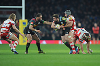 Ruaridh Jackson of Harlequins looks to offload to Jamie Roberts of Harlequins during the Aviva Premiership Rugby match between Harlequins and Gloucester Rugby at Twickenham Stadium on Tuesday 27th December 2016 (Photo by Rob Munro/Stewart Communications)