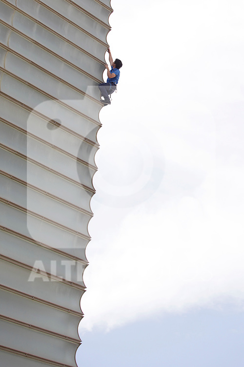 "Austrian climber climbs the Kursaal museum facade for the presesntation of ""Cerro Torre"" film during the 61 San Sebastian Film Festival, in San Sebastian, Spain. September 26, 2013. (ALTERPHOTOS/Victor Blanco)"