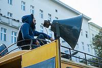 """Bis zu 1.500 Menschen haben am Samstag den 27. September 2014 in Berlin Kreuzberg unter dem Motto """"United Neighbours"""" (Vereinte Nachbarn) gegen Verdraengung sowie das deutsche und europaeische Asylsystem demonstriert. Dabei solidarisierten sie sich nicht nur mit den Fluechtlinge die fuer Asyl und ein Bleiberecht kaempfen, sondern auch mit den von der sog. Cuvry-Brache vertriebenen Menschen und anderen von Zwangsraeumung und Gentrifizierung Betroffenen.<br /> Die Demonstration wurde von einem grossen Polizeiaufgebot begleitet, darunter mehrere Einsatzhunderschaften mit speziellen Festnahme-Einsatzgruppen aus Baden-Wuertemberg.<br /> 27.9.2014, Berlin<br /> Copyright: Christian-Ditsch.de<br /> [Inhaltsveraendernde Manipulation des Fotos nur nach ausdruecklicher Genehmigung des Fotografen. Vereinbarungen ueber Abtretung von Persoenlichkeitsrechten/Model Release der abgebildeten Person/Personen liegen nicht vor. NO MODEL RELEASE! Don't publish without copyright Christian-Ditsch.de, Veroeffentlichung nur mit Fotografennennung, sowie gegen Honorar, MwSt. und Beleg. Konto: I N G - D i B a, IBAN DE58500105175400192269, BIC INGDDEFFXXX, Kontakt: post@christian-ditsch.de<br /> Urhebervermerk wird gemaess Paragraph 13 UHG verlangt.]"""