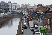 SÃO PAULO, SP, 02 DE DEZEMBRO – TRANSITO - Av. do Estado, tem transito intenso no iníco desta sexta-feira(02). Foto Ricardo Lou-News Free