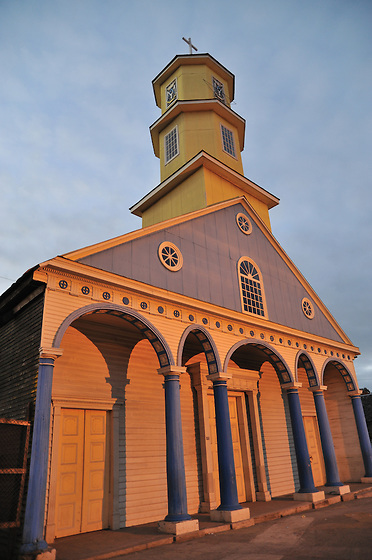 Iglesia de Chonchi / Chiloé / Chile.<br /> <br /> Edición de 3   Víctor Santamaría.