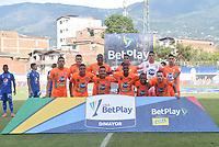 ENVIGADO - COLOMBIA, 26-10-2021:Jugadores del Envigado  posan para una foto previo al partido por la fecha 16 entre Envigado y Millonarios como parte de la Liga BetPlay DIMAYOR II 2021 jugado en el estadio Polideportivo Sur de Envigado. / Players of  Envigado pose to a photo prior Match for the date 16 between Envigado and Millonarios   as part of the BetPlay DIMAYOR League II 2021 played at Polideportivo Sur stadium in Envigado. Photo: VizzorImage / Luis Benavides / Contribuidor