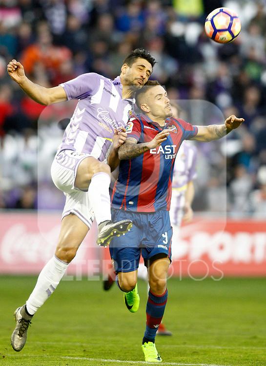 Real Valladolid's Alex Perez (l) and Levante UD's Roger Marti during La Liga Second Division match. March 11,2017. (ALTERPHOTOS/Acero)