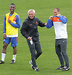 Netherland's coach Bert van Marwijk  (C) jokes around with assistant coach Frank de Boer (R) while Eljero Elia (L) looks on during a soccer training session in the Princess Magogo stadium in the township of Kwamashu in Durban June 27, 2010.REUTERS/Michael Kooren (SOUTH AFRICA) ...