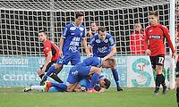 Sint Eloois Winkel Sport - FC Knokke :<br /> de spelers van Knokke bejubelen doelman Bram Paepe na het stoppen van een elfmeter<br /> <br /> Foto VDB / Bart Vandenbroucke