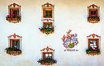 Italien, Suedtirol (Trentino - Alto Adige), Wengen: 2-Sterne Appartmenthotel 'Maierhof' von 1573 - Hausfassade mit Lueftlmalerei | Italy, South Tyrol (Trentino - Alto Adige), La Valle: 2-stars apartment-hotel 'Maierhof' built  1573 - facade with frescoes