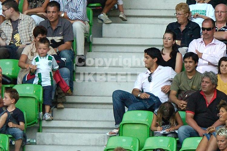 groningen - real mallorca voorbereiding seizoen 2007-2008 12-08-2007 suarez op de tribune