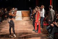 """Sozialarbeit trifft Streetwear<br /> Die Berliner Jugendhilfe-Organisation """"Neue Chance"""" und das Amsterdamer Streetwear-Label """"Rambler"""" veranstalteten am Dienstag den 20. Januar im Astra Kulturhaus eine gemeinsame Fashion Show. Praesentiert wurden Streetwear-Designs, die kreative junge Klientinnen und Klienten der """"Neuen Chance"""" gemeinsam mit professionellen Designern von Rambler entwickelt haben. Bis zu 500 Gaeste aus Jugendhilfe, Verwaltung, Sozialpolitik und Modebranche aus Berlin und Amsterdam sahen eine Modenschau, die nicht auf Profit aus war.<br /> Im Bild: Eine Desingerin wird zusammen mit dem Model fotografiert welches ihren Entwurf traegt.<br /> 20.1.2015, Berlin<br /> Copyright: Christian-Ditsch.de<br /> [Inhaltsveraendernde Manipulation des Fotos nur nach ausdruecklicher Genehmigung des Fotografen. Vereinbarungen ueber Abtretung von Persoenlichkeitsrechten/Model Release der abgebildeten Person/Personen liegen nicht vor. NO MODEL RELEASE! Nur fuer Redaktionelle Zwecke. Don't publish without copyright Christian-Ditsch.de, Veroeffentlichung nur mit Fotografennennung, sowie gegen Honorar, MwSt. und Beleg. Konto: I N G - D i B a, IBAN DE58500105175400192269, BIC INGDDEFFXXX, Kontakt: post@christian-ditsch.de<br /> Bei der Bearbeitung der Dateiinformationen darf die Urheberkennzeichnung in den EXIF- und  IPTC-Daten nicht entfernt werden, diese sind in digitalen Medien nach §95c UrhG rechtlich geschuetzt. Der Urhebervermerk wird gemaess §13 UrhG verlangt.]"""