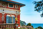 Frankreich, Provence-Alpes-Côte d'Azur, Menton: Fassade einer malerischen Villa oberhalb der Stadt | France, Provence-Alpes-Côte d'Azur, Menton: facade of a picturesque villa above old town