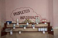 L'Avana, negozio alimentare, scaffali con prodotti industriali  Havana , grocers , shelves with industrial products