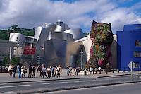 Spanien, Baskenland , Guggenheimmuseum von Frank O. Gehry und Puppy von Jeff Koons in Bilbao