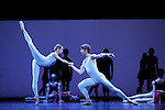 TROISIEME SYMPHONIE DE GUSTAV MAHLER....Choregraphie : NEUMEIER John..Decor : NEUMEIER John..Lumiere : NEUMEIER John..Avec :..PAQUETTE Karl..ABBAGNATO Eleonora..Lieu : Opera Bastille..Ville : Paris..Le : 11 03 2009..© Laurent PAILLIER / photosdedanse.com