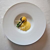 Europe/France/Poitou-Charentes/86/Vienne/St Benoît : Texture d'œuf fumé, condiment truffe citron parmesan,   Recette de Richard Toix,  restaurant Passions et Gourmandises,