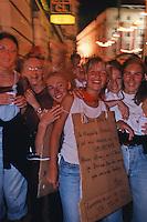 Europe/France/Aquitaine/64/Pyrénées-Atlantiques/Bayonne: Enterrement de vie de jeune fille lors des fêtes de Bayonne [Non destiné à un usage publicitaire - Not intended for an advertising use]