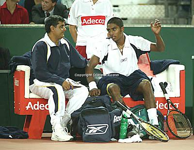 20030919, Zwolle, Davis Cup, NL-India, The Indian bench Amritraj end Krishnan