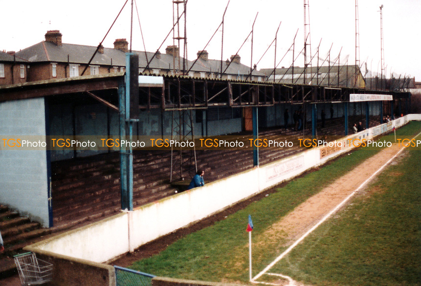 Covered terrace at Green Pond Road, home of Walthamstow Avenue Football Club - Circa 1988 - MANDATORY CREDIT: Gavin Ellis/TGSPHOTO - Self billing applies where appropriate - 0845 094 6026 - contact@tgsphoto.co.uk - NO UNPAID USE