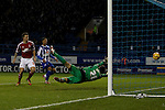 Sheffield Wednesday v Nottingham Forest<br /> 7.12.2013<br /> Sky Bet Championship<br /> Picture Shaun Flannery/Trevor Smith Photography<br /> Simon Cox beats Wednesday keeper Damian Martinez to score the first goal for Forest.