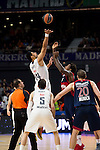 Real Madrid´s player Gustavo Ayon and Bayern Munich´s Thompson during the 4th match of the Turkish Airlines Euroleague at Barclaycard Center in Madrid, Spain, November 05, 2015. <br /> (ALTERPHOTOS/BorjaB.Hojas)