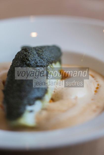 Europe/France/Bretagne/56/Morbihan/Carnac: Restaurant: Côté Cuisine - Lieu jaune en croûte de nori avec son écrasée de courge muscade et son jus de langoustine