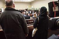"""Am Donnerstag den 7. April 2016 begann vor dem 1. Strafsenat des Berliner Kammergerichts die Hauptverhandlung gegen den 30-jaehrigen Gadzhimurad K. wegen des Verdachts der Werbung fuer die Terrororganisation """"Islamischer Staat"""" (IS). Dem Angeklagten wird ferner die Billigung von Straftaten durch den IS vorgeworfen.<br /> Der Angeklagte, ein Berliner Imam, soll im November 2014 im Internet ein von ihm selbst erstelltes Video mit dem Titel """"Haerte im Jihad"""" veroeffentlicht haben, in dem er der Terrororganisation IS huldige und in Form einer Predigt für die Teilnahme am bewaffneten Kampf des IS werbe. Weiter soll er im Mai 2015 in einem Interview die Toetung eines gefangenen jordanischen Piloten und eines in Syrien entfuehrten US-amerikanischen Journalisten durch den IS religioes gerechtfertigt und gebilligt haben.<br /> Gadzhimurad K. soll eine enge Kontaktperson der Mitglieder eines Berliner Moscheevereins, Ismet D. und Emin F., sein, gegen die bereits seit dem 8. Januar 2016 vor dem Kammergericht wegen des Verdachts der Unterstuetzung einer auslaendischen terroristischen Vereinigung verhandelt wird.<br /> Im Bild: Prozessbesucher.<br /> 7.4.2016, Berlin<br /> Copyright: Christian-Ditsch.de<br /> [Inhaltsveraendernde Manipulation des Fotos nur nach ausdruecklicher Genehmigung des Fotografen. Vereinbarungen ueber Abtretung von Persoenlichkeitsrechten/Model Release der abgebildeten Person/Personen liegen nicht vor. NO MODEL RELEASE! Nur fuer Redaktionelle Zwecke. Don't publish without copyright Christian-Ditsch.de, Veroeffentlichung nur mit Fotografennennung, sowie gegen Honorar, MwSt. und Beleg. Konto: I N G - D i B a, IBAN DE58500105175400192269, BIC INGDDEFFXXX, Kontakt: post@christian-ditsch.de<br /> Bei der Bearbeitung der Dateiinformationen darf die Urheberkennzeichnung in den EXIF- und  IPTC-Daten nicht entfernt werden, diese sind in digitalen Medien nach §95c UrhG rechtlich geschuetzt. Der Urhebervermerk wird gemaess §13 UrhG verlangt.]"""